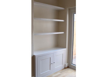 Alcove cupboard and book shelf combination in contemporary style